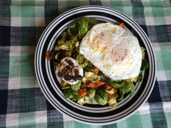 CARaisins_GoatCheese_Salad_witheggs