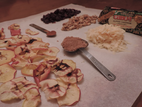 loaded_cheddar_apple_nachos_ingredients