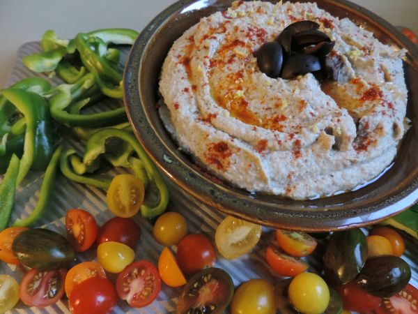 olive_hummus_with_wine