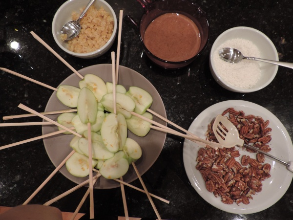 caramel_apples_with_toppings